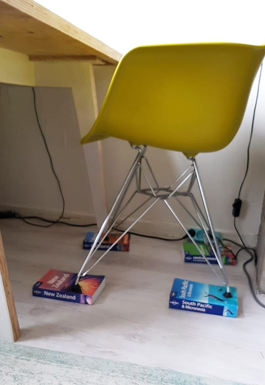 AO Thuiswerken Boeken onder stoel - vitaliteit